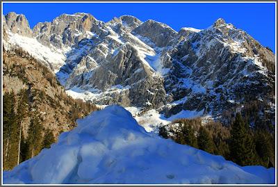 Alla scoperta dei paesaggi ed itinerari che circondano il monte più alto del Friuli Venezia Giulia.