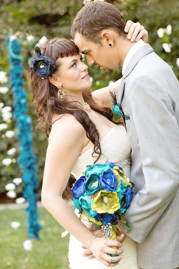feather+wedding+theme+inspiration+blue+teal+turquoise+beige+champagne+green+reception+table+centerpiece+table+place+setting+escort+card+cards+bouquet+bridesmaids+dresses+bridal+dress+gown+meghan+wiesman+photography+8 - Show your feathers!