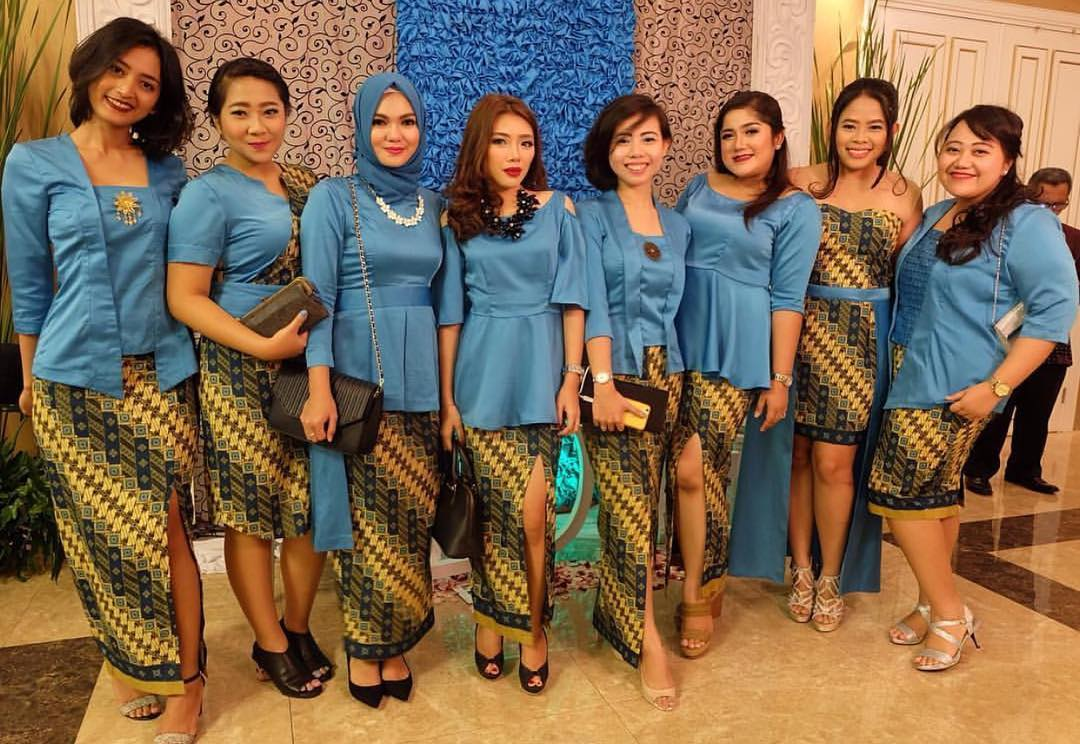 14 Contoh Model Kebaya Modern Untuk Ibu Hamil Modis