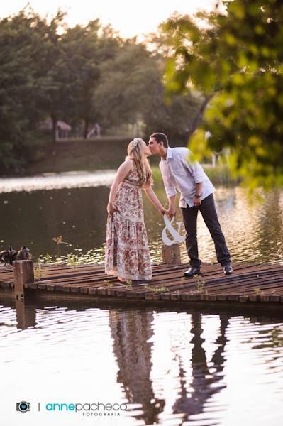 e-session - ensaio de noivos - ensaio - coroa de flores - lagoa - letra mdf - beijo