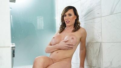 Transerotica – Nikki Jade Taylor Bath Solo