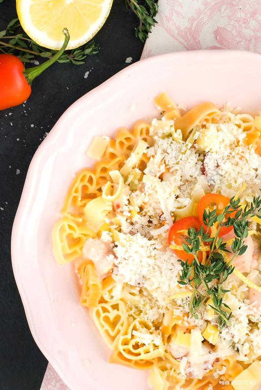 Verführerische Pasta mit Lachs, Bacon und Zitronensauce