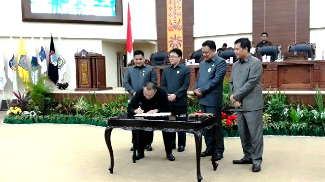 DPRD Sulut Gelar Rapat Paripurna Rekomendasi,Tentang Keputusan terhadap Ranperda Pertanggunjawaban APBD Tahun 2017
