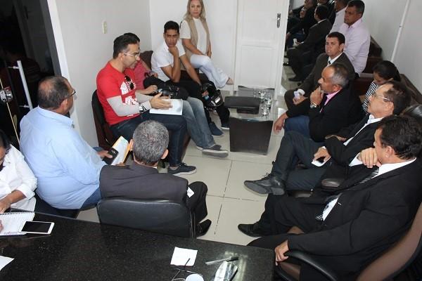 Vereadores de Delmiro Gouveia  recebem representantes do Sinteal Alto Sertão e criam comissão especial para acompanhar pagamentos da Educação