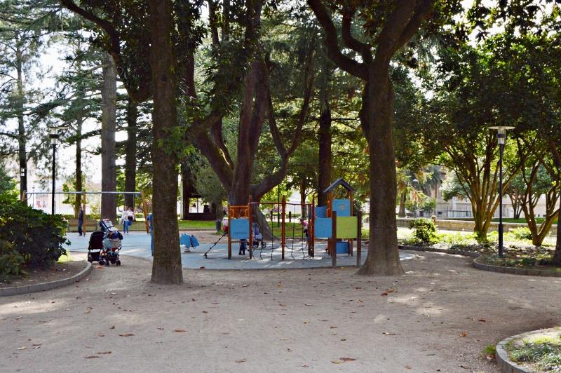 zona para pequenitos en parque de las palmeras pontevedra