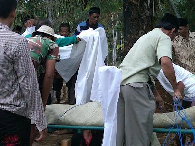 Pemakaman Mbah Parsiem 12