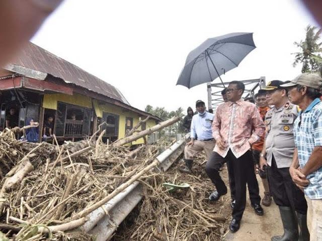 Nurdin Abdullah Pantau Banjir di 7 Kabupaten di Sulawesi Selatan