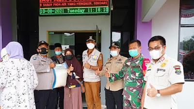 Polsek Cikupa beri Pengamanan Penyaluran Bansos Kemensos di Kelurahan Sukamulya