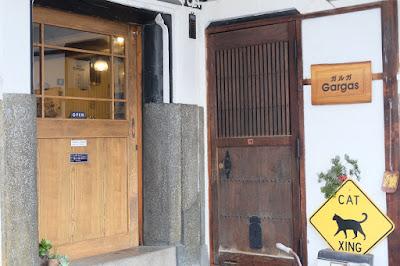 長野県松本市のギャラリーカフェ Gargas(ガルガ)立派な扉