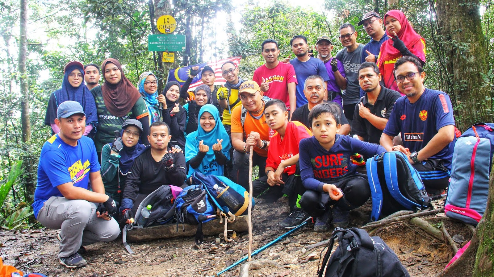 Group photo di Gunung Telapak Buruk - Crash Site