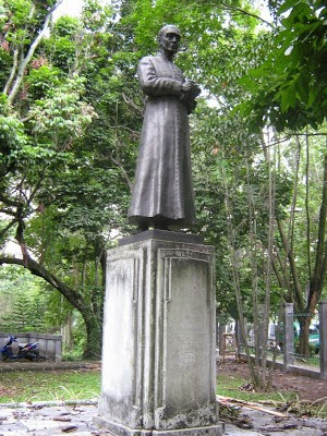 Patung Tua di Taman Maluku