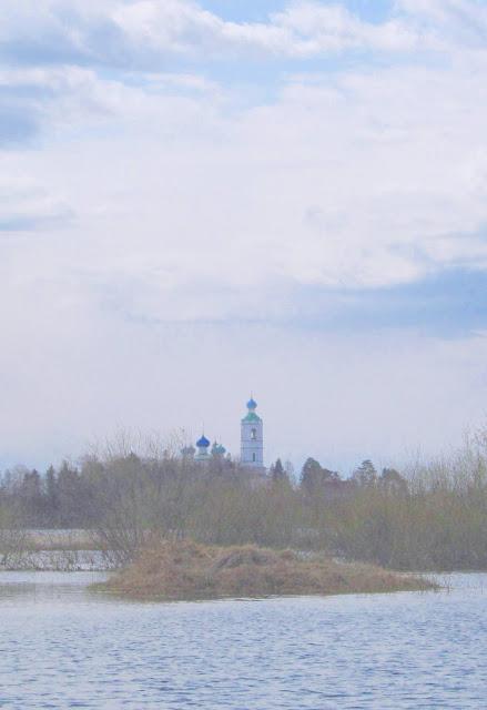 островок на реке