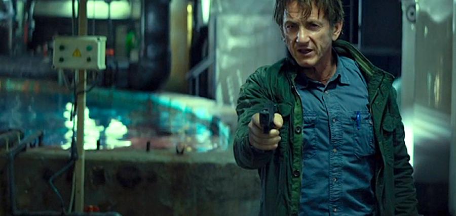Sean Penn în The Gunman