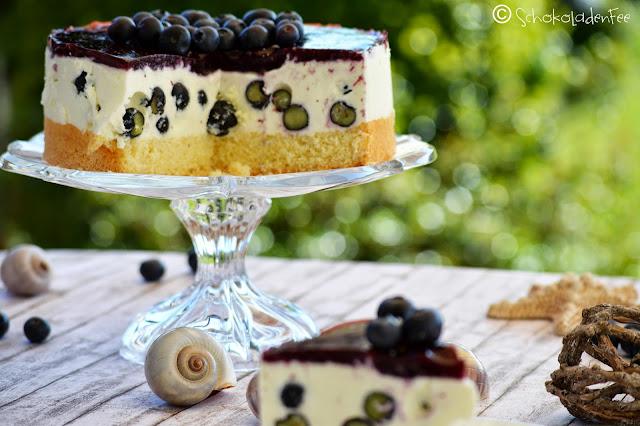 http://schokoladen-fee.blogspot.de/2015/04/blaubeer-panna-cotta-torte.html