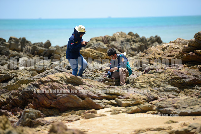 tim peneliti batu-metamorf-pantai-pejem