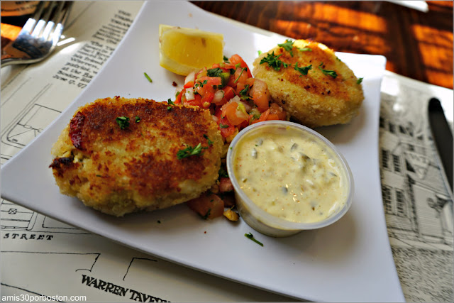 Lump Crab Cakes de Warren Tavern en Charlestown, Boston