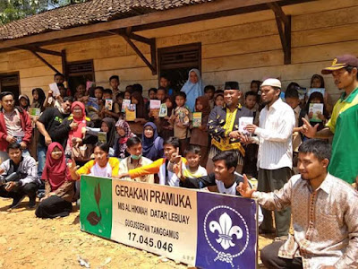 Prihatin Kondisi Sekolah Madrasah Ibtidaiyah di Datar Lebuay, IMAMTA Cs Salurkan Bantuan