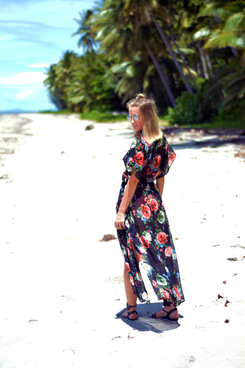 tropical beach blogger wearing boho beach style floral kimono summer outfit