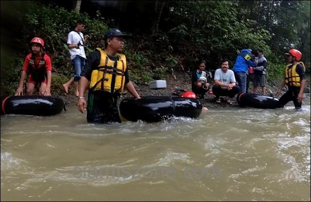 Lestarikan Lingkungan, Pedal Gas Sisir Sampah Sepanjang Sungai Cileueur