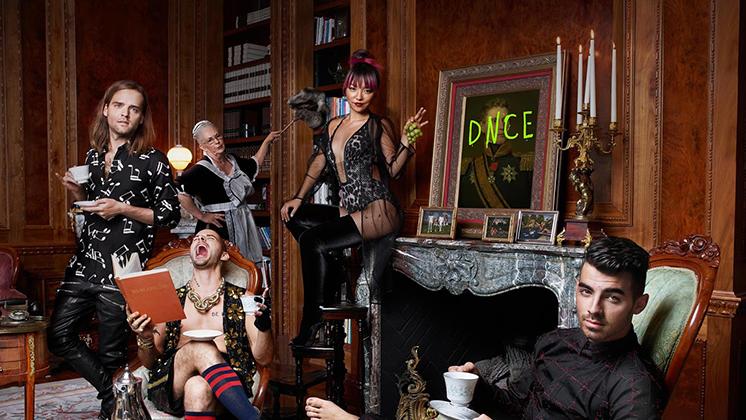 A faixa abre os trabalhos do primeiro álbum da DNCE, marcado para 18 de novembro.
