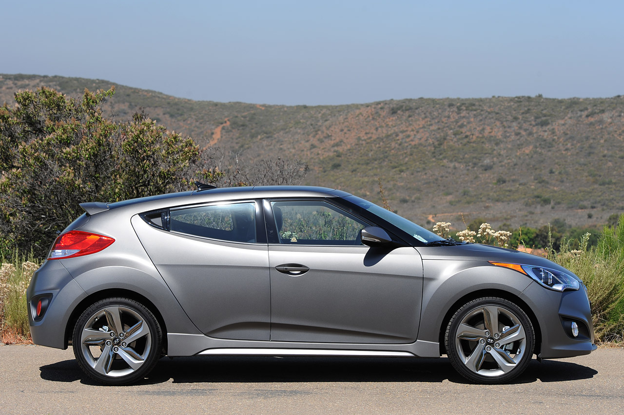 2013 hyundai veloster turbo review informations otomotif. Black Bedroom Furniture Sets. Home Design Ideas
