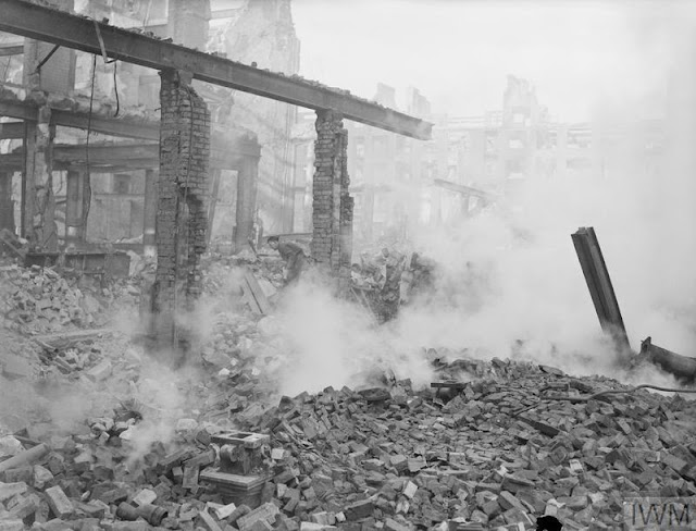 3 January 1941 worldwartwo.filminspector.com City of London bomb damage Blitz