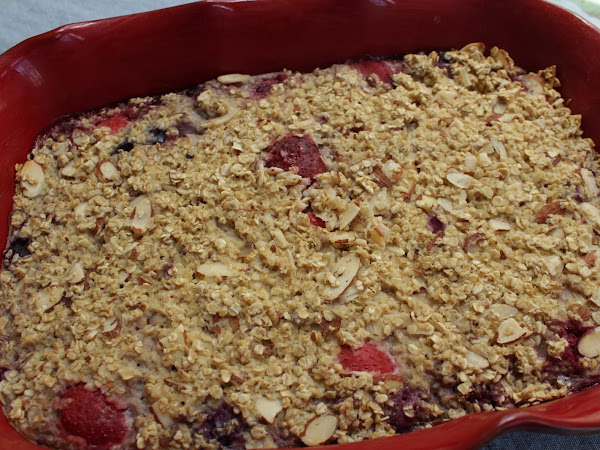Easy like Sunday morning (Baked Oatmeal with Berries and Almonds)