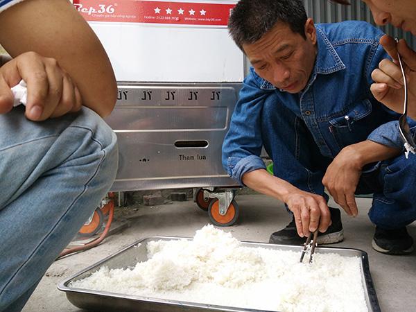 nấu cơm bằng tủ nấu cơm