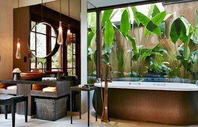 imagini baie exotica MANDAPA-UBUD in BALI-INDONEZIA
