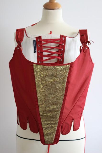 Costume corps baleiné 18e par couturière costumière à Versailles