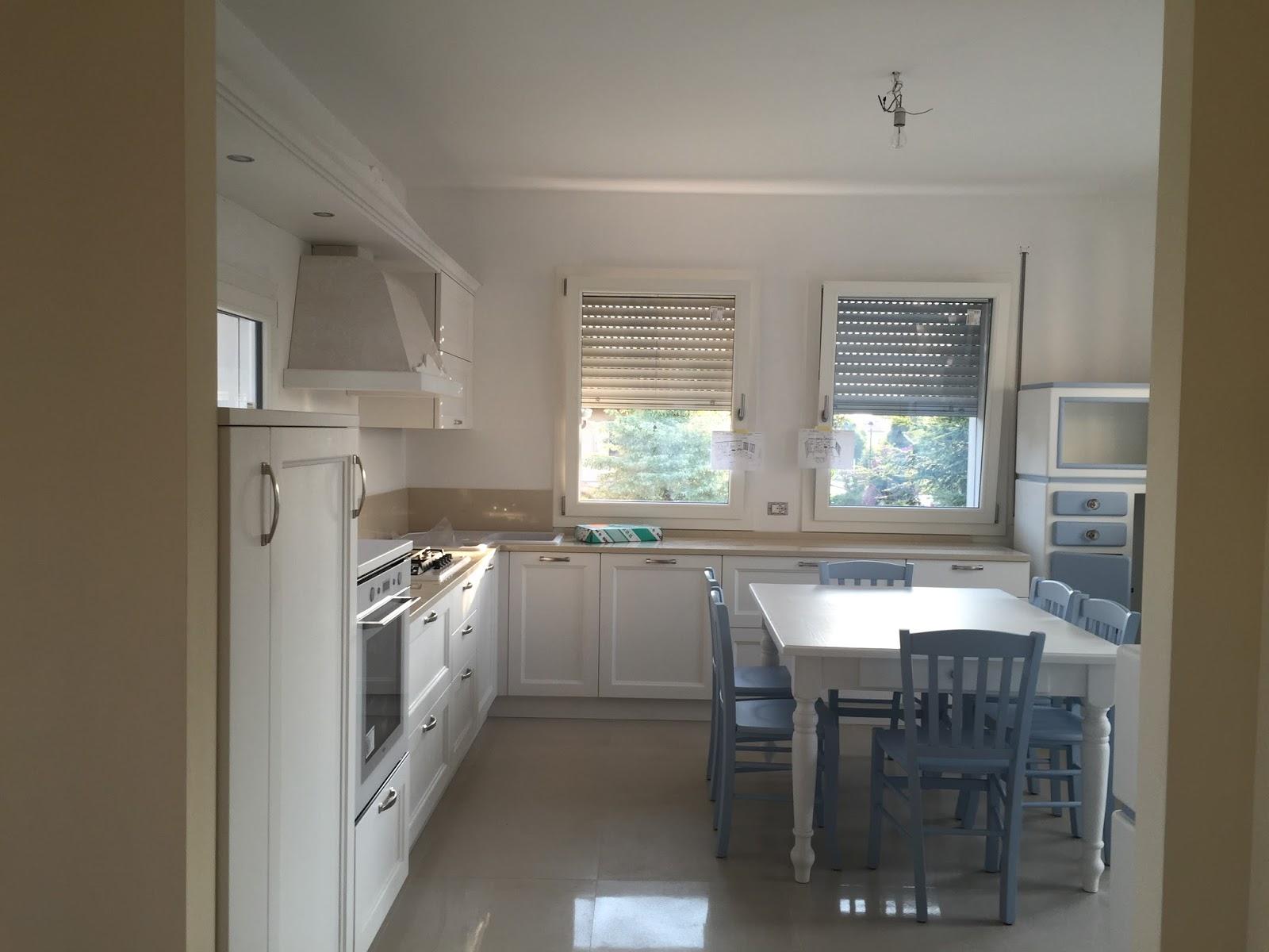 """Credenza Cucina Anni 40 shabbypassion: di bianco e celeste, una cucina """"coastal-shabby"""""""