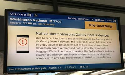 Un aviso en el aeropuerto Chicago O'Hare advierte sobre el uso del Samsung Galaxy Note 7 | Foto: USA Today