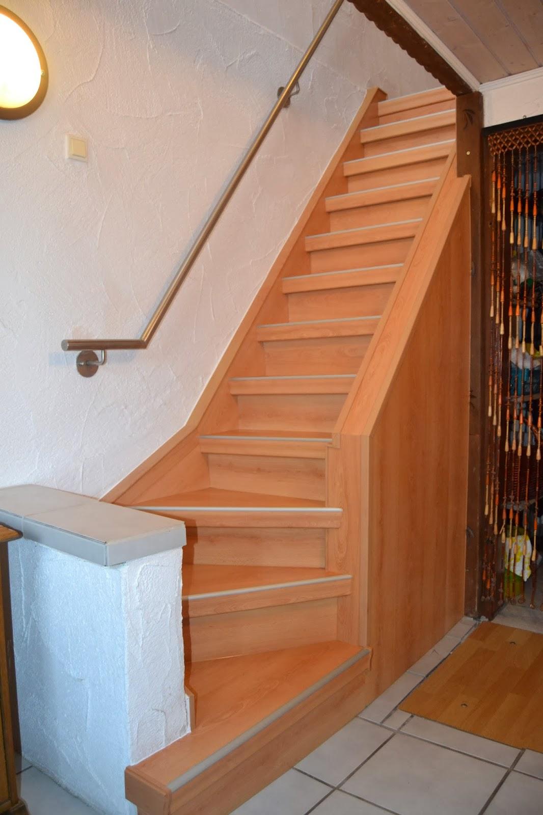 Treppe fertig renoviert- Dekor Buche