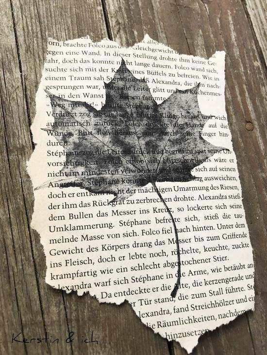 DIY Herbst Deko Blätter Kopie alte Buchseiten