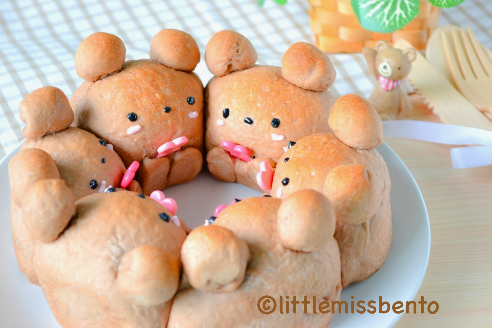 Little Miss Bento シャリーのかわいいキャラベン Cocoa Teddy Bear Bread