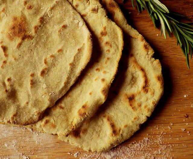 quinoa, komosa ryżowa, placuszki, podpłomyki, mąka ryżowa, mąka z tapioki, mąka owsiana, bez laktozy, wegańskie,
