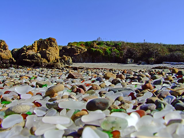 Indahnya Pantai Kaca Di California