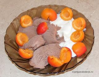 Retete desert rapid reteta inghetata cu iaurt si fructe,