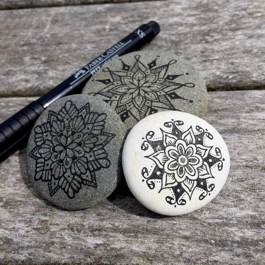 04-Mike-Pethig-Precise-Hand-Drawn-Stone-Mandala-Drawings-www-designstack-co