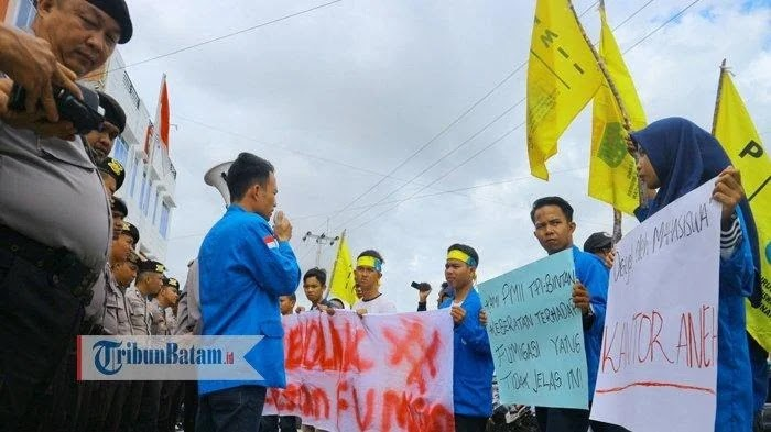 Tolak Fumigasi Mobil Mewah Di Bintan, Mahasiswa Demo BP Kawasan