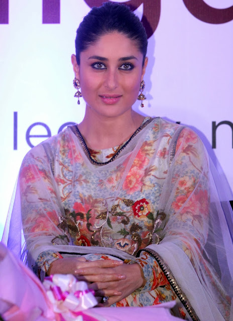 Kareena Kapoor sexy figure in saree + other HQ sexy pics