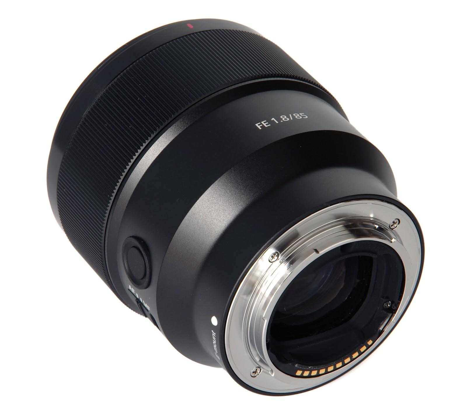Объектив Sony FE 85mm f/1.8 сзади