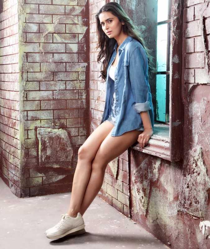 Meenakshi Dixit Sizzling Hot Photoshoot Pics