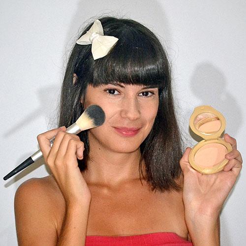 como aplicar polvos de maquillaje