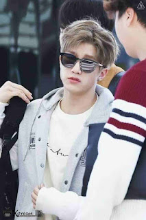 Foto Keren Jin Jin Astro (Park Jin Woo) Pakai kacamata