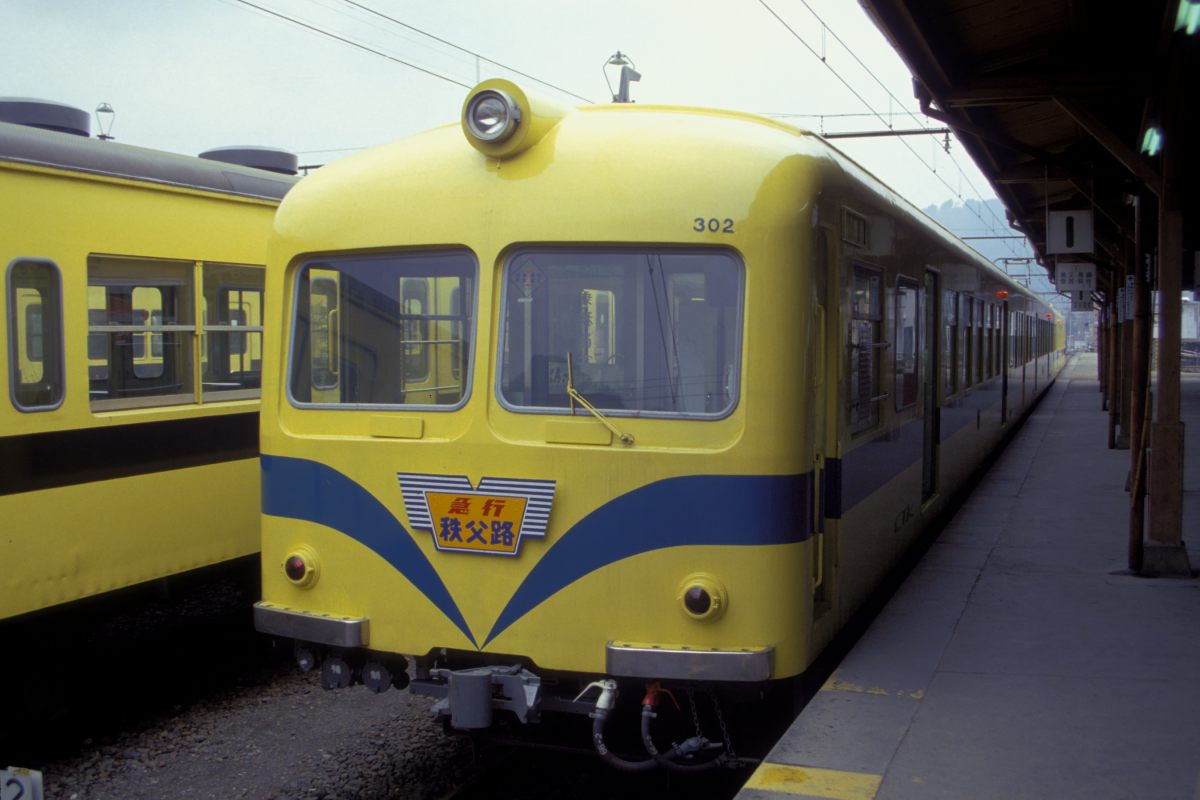 Chichibu Railway(CTK) series 300 EMU_in_yellow_001