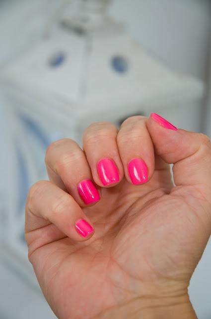 elegancki lakier na paznokciach Semilac