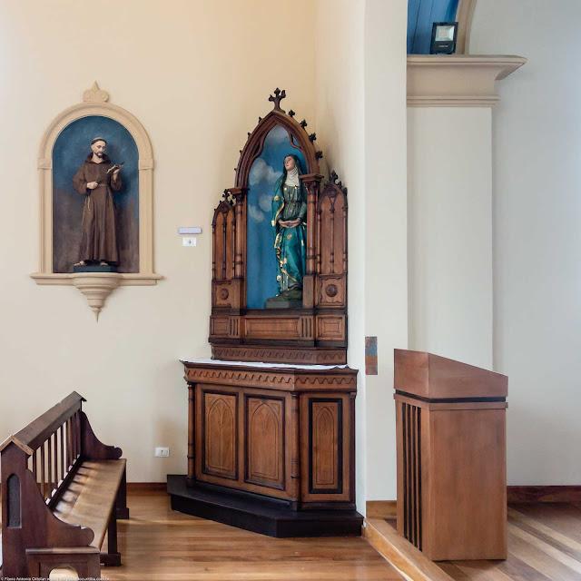 Capela Nossa Senhora da Glória - o interior - altar lateral