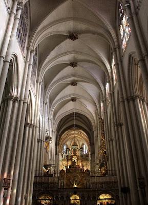 Arcadas de la nave de la catedral de Toledo