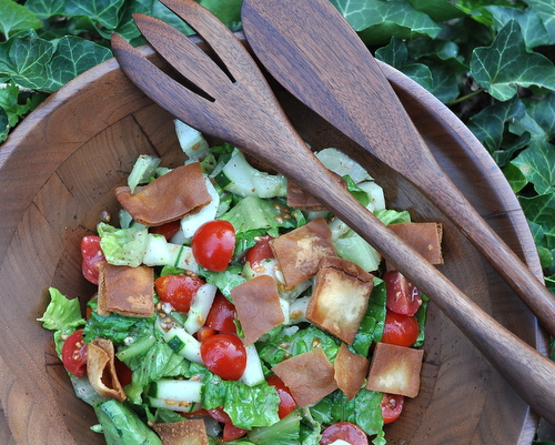 Fattoush (Middle Eastern Salad with Romaine, Tomatoes, Cucumbers, Fried Pita Chips and Lemon-Sumac Dressing), another creative summer salad ♥ AVeggieVenture.com